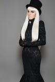 Chapeau et robe aristocratiques de cru. Type de Veille de la toussaint photo stock