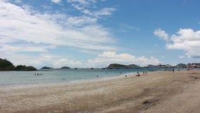 Chapeau Nang Ram Beach en Thaïlande orientale banque de vidéos