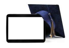 Chapeau numérique vide de comprimé et d'étudiant d'éducation photos libres de droits