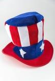 Chapeau rouge, blanc et bleu de style patriotique d'Oncle Sam sur un fond blanc Images libres de droits