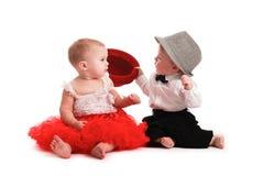 Chapeau rouge de jupe de fille et chapeau de garçon, amour, Saint-Valentin Photographie stock libre de droits