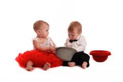 Chapeau rouge de jupe de fille et chapeau de garçon, amour, Saint-Valentin Photo stock