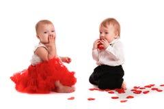 Chapeau rouge de jupe de fille et chapeau de garçon, amour, Saint-Valentin Images stock