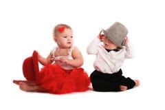 Chapeau rouge de jupe de fille et chapeau de garçon, amour, Saint-Valentin Image stock