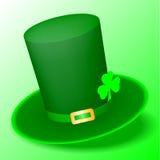 Chapeau vert de St Patrick Day avec le trèfle Photos stock