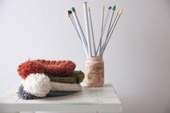 Chapeaux colorés de knit photographie stock