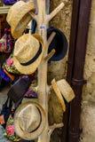 Chapeaux de paille à vendre Images libres de droits