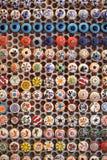 Chapeaux en céramique colorés Photo stock