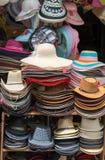 Chapeaux sur une boutique Photos libres de droits