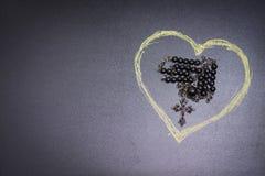 Chapelet et coeur Images stock