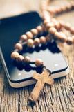 Chapelet et smartphone Images libres de droits