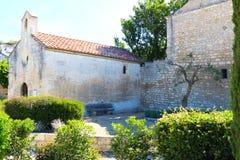 Chapelle圣徒布勒斯, Château des Baux,法国 库存照片