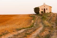 Chapelle avec le gisement de lavande, Plateau de Valensole, Provence, Fran Image libre de droits