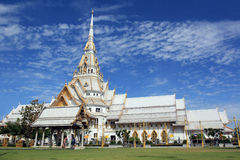 Chapelle blanche chez Wat Sothonwararam Photo stock