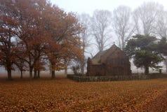 Chapelle dans le brouillard Images stock