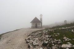 Chapelle de montagne en Italie Photographie stock libre de droits