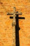 Chapelle de route - croisez dans le coucher du soleil dans les Frances Images stock
