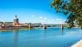 Chapelle de Saint Joseph avec la rivière de la Garonne à Toulouse Image libre de droits