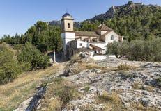 Chapelle de San José et de Santa Barbara et une vue du château dans Xativa photographie stock libre de droits