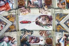 Chapelle de Sistine avec Dieu indiquant Ferrari Dino Image libre de droits