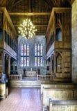 Chapelle de style normand dans le palais des ducs de Braganza avec les fenêtres polychromes et plombées et les grandes structures Photo libre de droits