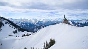 Chapelle de Wallberg au-dessus de Tegernsee en Bavière, Allemagne Photographie stock libre de droits