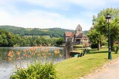 Chapelle des pénitents sur la rivière de Dordogne, France Photo stock