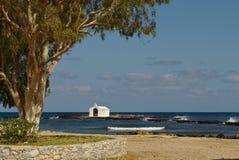 Chapelle du ` s de pêcheurs d'Agios Nikolaos photographie stock libre de droits