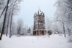 Chapelle en Alexander Park avec la neige chez Tsarskoye Selo Images libres de droits