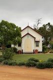 Chapelle en bois dans la campagne image stock