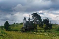Chapelle en bois dans le domaine Photos stock