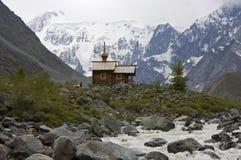 Chapelle orthodoxe en montagnes Image stock