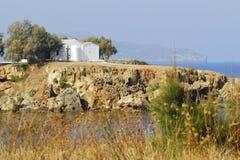 Chapelle par la mer Image stock