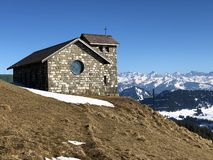Chapelle Rigi Kulm ou Bergkapelle Rigi Kulm ou matrice Bergkapelle Regina Montium de montagne photographie stock libre de droits