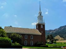 Chapelle rouge chez Forest Lawn Cemetery dans Hollywood Hills Photos libres de droits