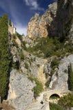 Chapelle Sainte Anne et chemin périlleux au-dessus de la passerelle, Moistiers Sainte Marie, Verdon, France Photographie stock