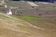 Chapels and hay-huts, Obertilliach, Austria. Obertilliach in Austrian Eastern Tyrol is nestled between the Lienzer Dolomites and the Carnic Alps. The little Stock Photo