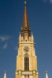 Chapiteles de la iglesia católica en el centro de Novi Sad Fotografía de archivo
