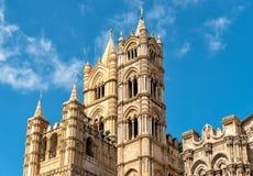 Chapiteles de las iglesias de la catedral de Palermo, Sicilia, Italia imagen de archivo libre de regalías