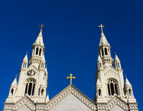 Chapiteles de los santos Peter y de la iglesia de Paul Fotos de archivo