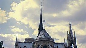Chapiteles de Notre Dame metrajes
