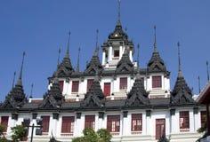 Chapiteles del Loha Prasat, Bangkok imagen de archivo libre de regalías