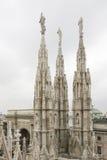 Chapiteles góticos de la catedral del Duomo en Milano, Italia Imagen de archivo libre de regalías