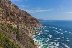 Chapman ` s szczytu przejażdżka wzdłuż skalistego nabrzeżnego krajobrazu w Kapsztad Obrazy Stock
