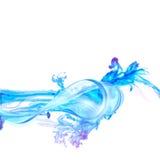 Chapoteo abstracto del agua azul aislado en el fondo blanco Imagen de archivo libre de regalías