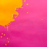 Chapoteo amarillo de la pintura Imagenes de archivo