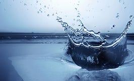 Chapoteo congelado del agua Imágenes de archivo libres de regalías