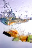 Chapoteo de la fruta foto de archivo libre de regalías