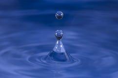 Chapoteo de la gotita de agua Fotos de archivo libres de regalías