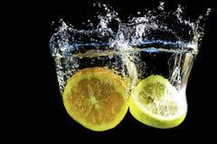 Chapoteo de la naranja y del limón Fotos de archivo libres de regalías